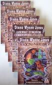Wynne Jones Diana - Zaczarowane życie / Magiczna mieszanka / Tydzień czarów / Magowie z Caprony / Dziewięć żywotów Christophera Chanta (PAKIET)