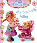Nathalie Belineau - Mała dziewczynka - Lila bawi się lalką